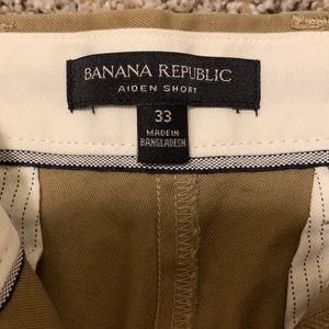 Banana Republic Aiden Khaki Slim Fit shorts